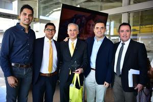 05102018 EN UN CÓCTEL.  José, Hugo, Miguel Ángel, Carlos y Ricardo.