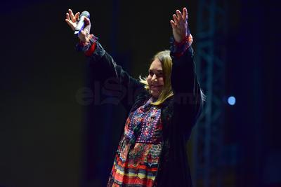 La cantante Tania Libertad se presentó anoche  en Lerdo como parte del Festival Revueltas.