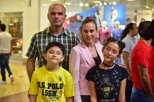 08102018 Pablo, Angélica, Jocelyn y Pablo.