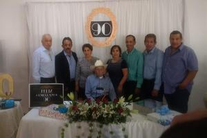 08102018 CUMPLE 90 AñOS.  Brígido Jara Lira con sus hijos: Roberto, Juan A., Adriana, Fabiola, Armando, Baltazar y Miguel A.