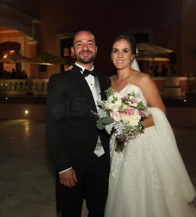 Alexis y Lorena en el día de su boda.