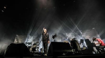 Radiohead durante un concierto.