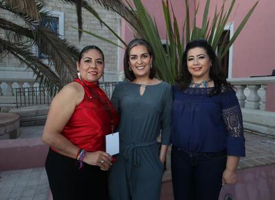 Anel Solis, Daniela Mares y Lilia Rosales.