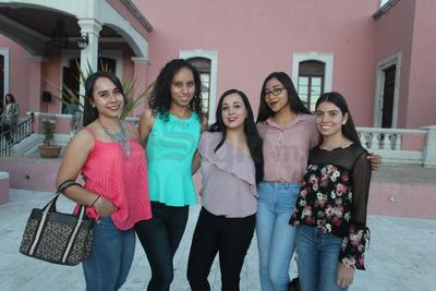 Ana Karen, Ana Velia, Hannia, Elisa y Fanny.