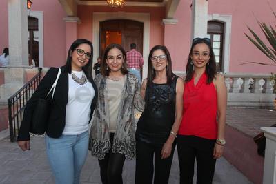 Azul Franco, Selene Galdamez Peregrino, Lulú Nevárez y Jazmín Barrera.