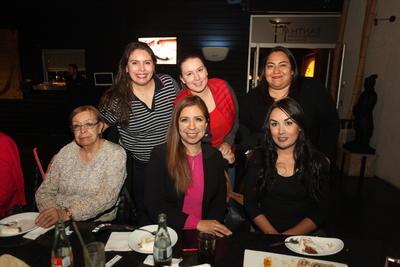 Dra. Martha Corral, Fabiola Blanco, Nereyda Rodríguez, Ivette Martínez y Michelle.