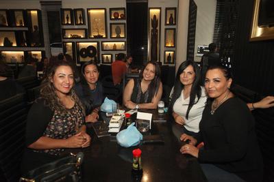 Yuri, Erika, Ale, Miri y Gaby.
