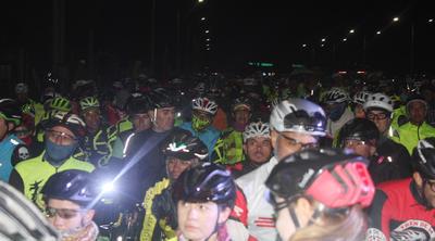 Competidores de carrera y ciclistas recreativos compartieron el pan y la sal en la mesa, ya que convivieron en la ceremonia de premiación, misma que se llevó a cabo en medio de una fiesta deportiva.