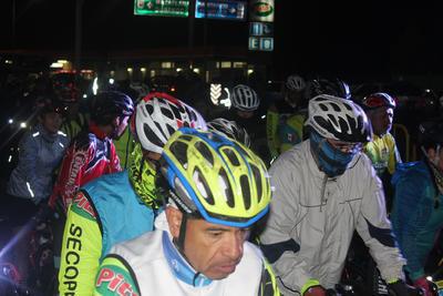 Cabe señalar que los competidores de carrera tuvieron que pedalear desde Durango a Yerbaníz, en donde se les dio el banderazo oficial, pero tuvieron que rodar esos kilómetros como requisito.