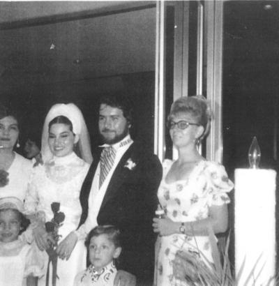 14102018 Boda de Patricia Acosta y Alejandro Leal, acompañados por Olga Robles, Dolores Mathias, Manuel y Elsie Robles, en 1975.