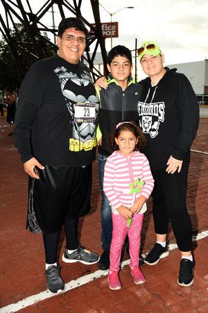 14102018 EN FAMILIA.  Carlos, Gaby, Leonardo y Regina.
