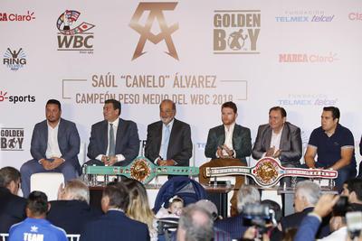 """En la sesión de preguntas y respuestas, se cuestionó si el """"Canelo"""" ya merecía el Premio Nacional de Deportes, lo que ambos aceptaron, incluso el mismo Carlos Padilla, titular del Comité Olímpico Mexicano."""