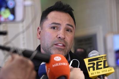 Óscar de la Hoya, exboxeador y representante de Saúl Álvarez, estuvo presente en la ceremonia.