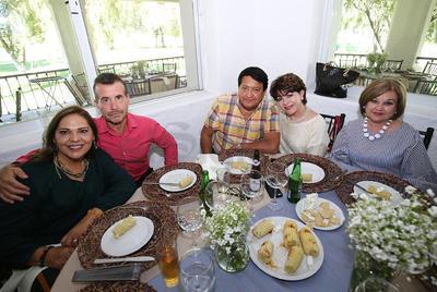 Julián Cano y Sra. Alicia García, Lic. Rogelio Quezada, Alma Quezada y Palmira Ponce.