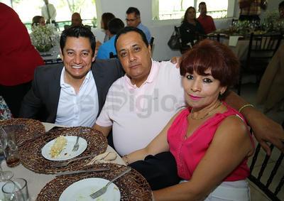 Cuauhtémoc Pacheco,  Miguel Amaro y Lety de Amaro.