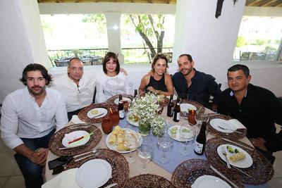 Luis Martínez. Miguel Camacho, Claudia Camacho, Marta Garza, Lalo López y Carlos García.