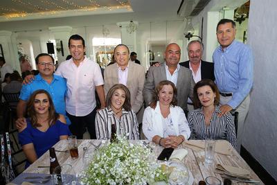 Armada y Olivia Barrón, Alfredo Valles, Saúl Medina. Tere Bechelani, Gaby Vázquez, Ing. Miguel Garza,Yaqui Martínez. y Carlos Valles.