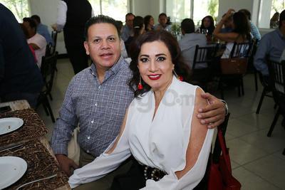 Abel Lazarín y  Sandra de Anda Camarena.