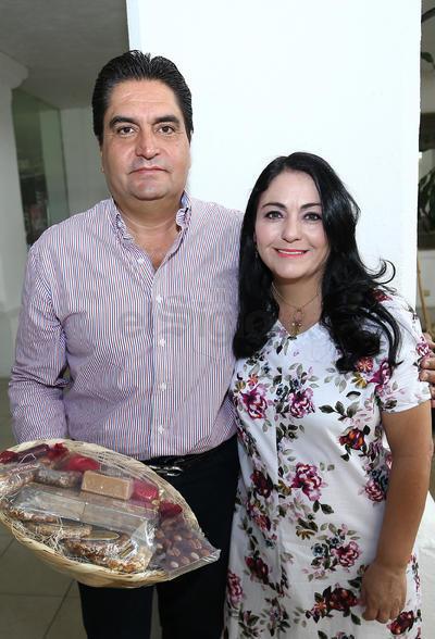 Fernando Granados y Yamile Bechelani de la Parra.