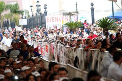 López Obrador dejó en claro que él ya traía desglosada la inversión para Durango en el programa de Bienestar Social, de una cifra superior a los seis mil millones de pesos.