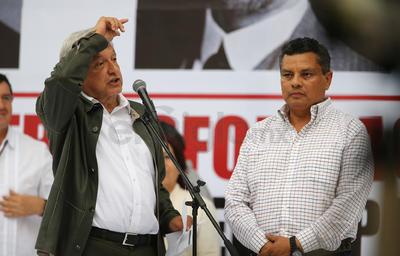 En un mensaje ante los medios, realizado después de reunirse en privado con el Gobernador José Rosas Aispuro Torres, su gabinete y diputados locales y federales, López Obrador dijo que la intención de esa inversión extra, es generar alrededor de 20 mil empleos en actividades de carácter forestal y frutícolas.