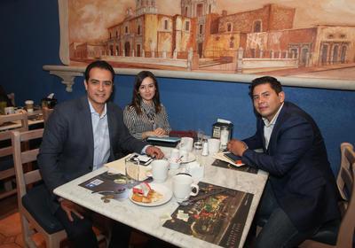 José Antonio Ochoa, Elizabeth Arvizu y Gerardo Martínez.
