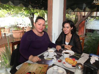 Claudia y Maythe Salinas.