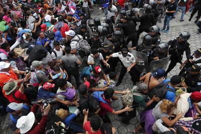 Son miles, ante una menos numerosa respuesta del gobierno del país centroamericano.
