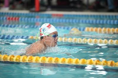 El estilo libre, fue testigo de la velocidad que tomaron los nadadores.