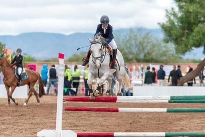 """Familias enteras que profesan un profundo amor hacia los caballos y al deporte de la equitación, se dieron cita en las instalaciones del centro ecuestre """"Las Brisas""""."""