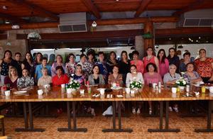 22102018 FIESTA SORPRESA.  Ma. Pilar Hernández de Sotomayor con sus amigas y familiares en su celebración de cumpleaños.