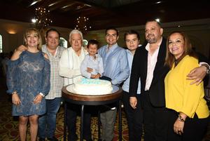 22102018 FESTEJA SU CUMPLEAñOS.  Jesús Sotomayor Garza con Erika, Chuy, José Eduardo, Jorge, Jesús, José Eduardo y Geraldine.