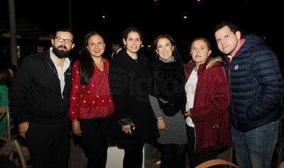 Ramiro, Laura, Claudia, Adriana, Yadira y  Eduardo.