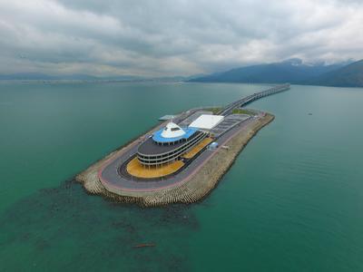 Este puente comunicará las regiones administrativas especiales de Hong Kong y Macao con el puerto de Zhuhai, en la Gran Área de la Bahía del río de la Perla, en China.
