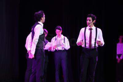La compañía Revidanza tuvo una participación especial durante la obra en la que hubo música y coreografías en vivo.