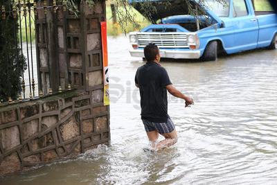 Se informó que el desborde del río se dio tras el desfogue de la presa Guadalupe Victoria, que presenta hasta 500 metros cúbicos por segundo.