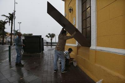 Por otra parte, el municipio de Mazatlán reportó daños menores.