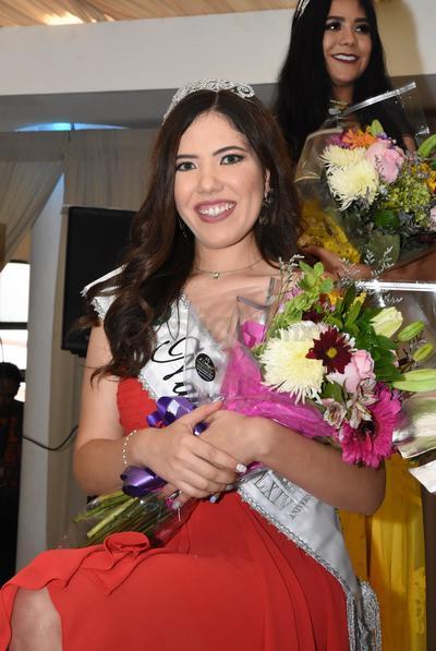 Valeria Matuk Herrera, reina del comité de Natación.