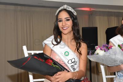 Rosalva Angelina Ortíz Navarro, reina del Comité de Slow Pitch.