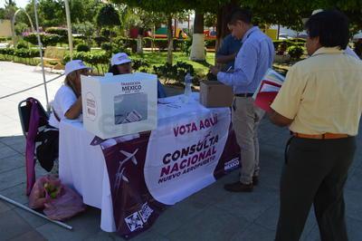 En un ejercicio realizado por El Siglo de Torreón durante esta Consulta Ciudadana, se comprobó que no es posible que una persona pueda participar en dos ocasiones, ya que la clave de elector se arroja por el sistema.