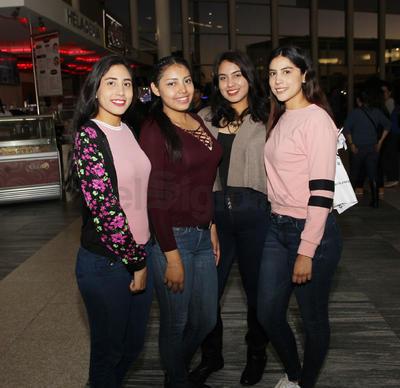 Ximena Campos, Michelle Martínez, Fabiola Reta y Carolina Campos.