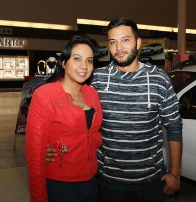 Perla Zermeño y Mohamed Jabed.