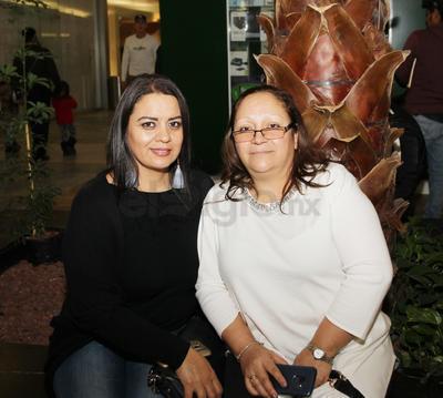 María Guerrero y María Centeno.