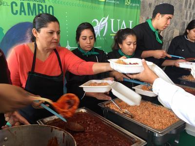 Cientos de laguneros se dan cita en lo alto del Cerro de las Noas en Torreón para participar en la megarreliquia en honor a San Judas Tadeo, en su edición número 4, que organiza la Canirac en coordinación con siete universidades de la región, así como de la Diócesis de Torreón.