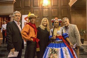 Peter Petrov, Vero Soto y Mario Valdes con los bailarines Aaron Sanchez y ambar Sonda