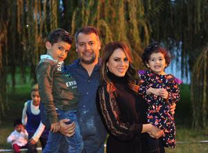 Sergio y Estefania Rodríguez Hernandez con sus papas, Sergio y Estefaniaa