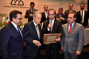 Ramon Iriarte Maisterrena acompañado de Ildefonso Guajardo Juan Pablo Castanon y Bosco de la Vega.JPG