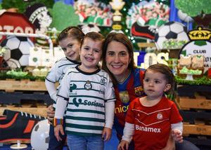 Constanza, Elisa, Salvador y Karina