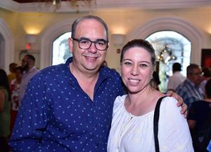 Gilberto Saucedo y Claudia Farías