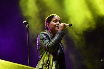 Haydée Milanés es una cantante cubana, compositora, arreglista y productora musical. Nació en La Habana en 1980.